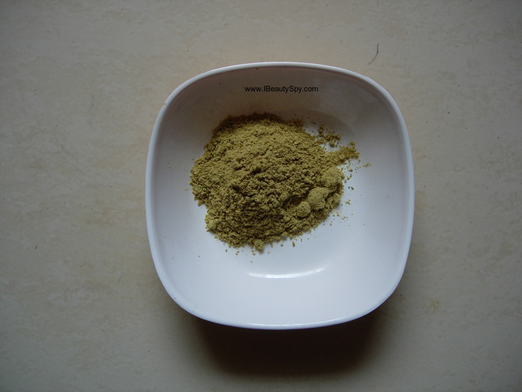 matru_ayurveda_anti_tan_ubtan_swatch